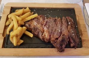 Exclusivo menú con entrecot o rodaballo a la brasa en Restaurante El Tinglao