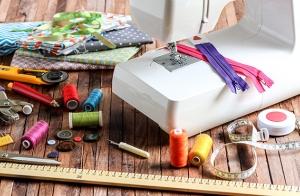 Regala un curso de iniciación a la costura y reciclaje en Santander o Torrelavega