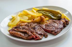 Menú de Entrecot  para dos + postre y Rioja crianza por 23€